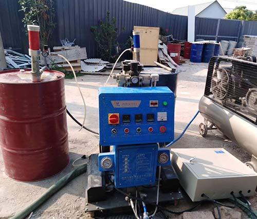 Q2600小型聚氨酯喷涂机