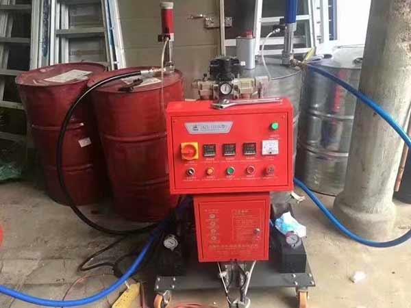jnjx-lll{d} 小型聚氨酯喷涂机