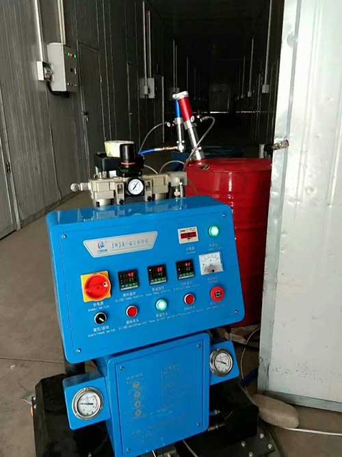 Q2600外墙冷库发泡保温专业施工机械