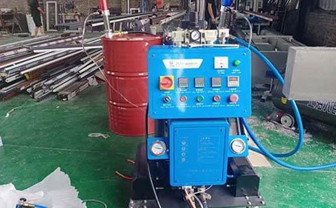 Q2600D定时定量填充聚氨酯发泡机