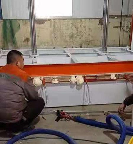 仔猪电热板聚氨酯喷涂案例