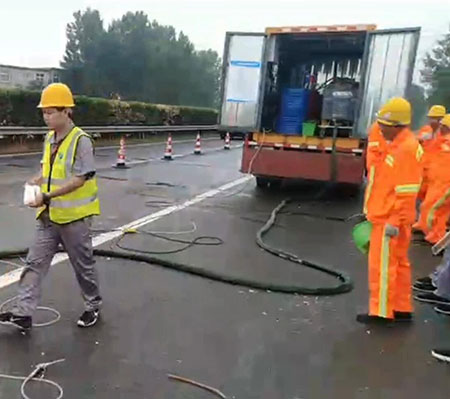 聚氨酯注浆机高速路基加固浇注