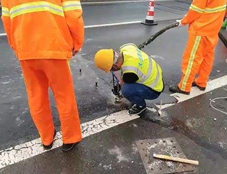 聚氨酯注浆机路面填缝浇注施工